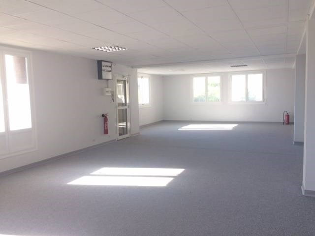Rental empty room/storage Avignon 1710€ CC - Picture 1