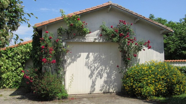 Sale house / villa Loulay 133100€ - Picture 2