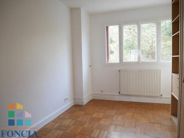Rental apartment Suresnes 2 100€ CC - Picture 5