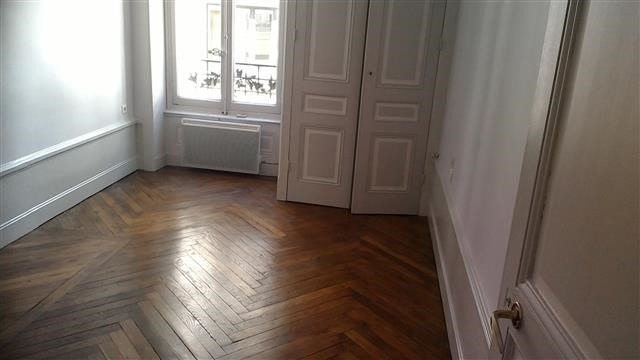 Location appartement Lyon 6ème 815€ CC - Photo 2