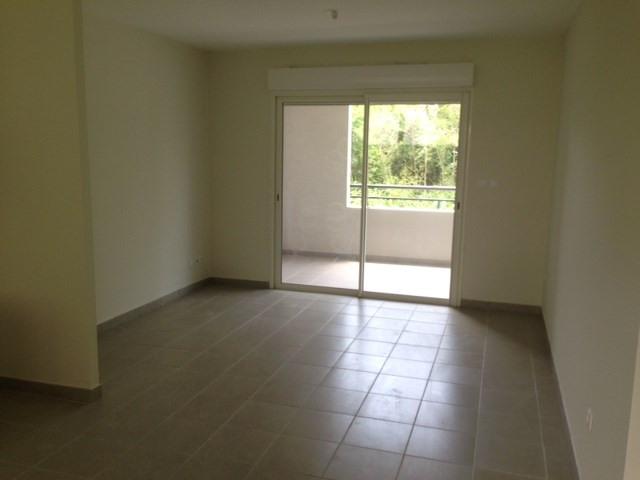 Location appartement Les trois ilets 780€ CC - Photo 5
