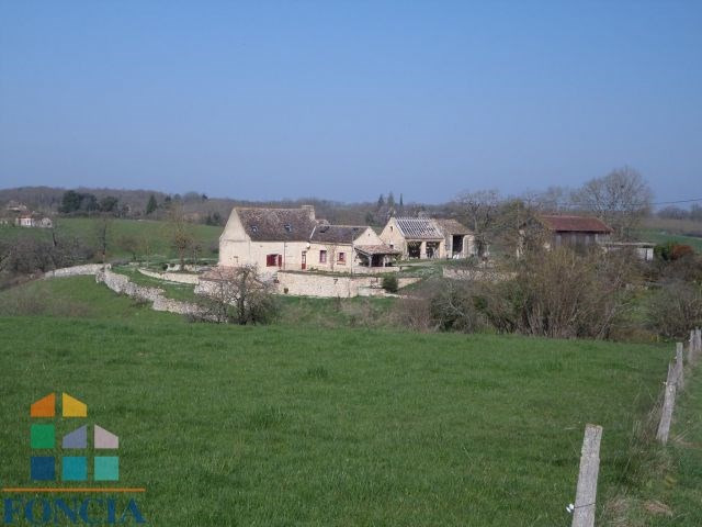Propriété avec gîte sur 8 hectares, piscine 12x6