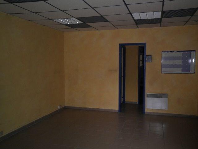 Rental empty room/storage St quentin fallavier 599€ CC - Picture 3