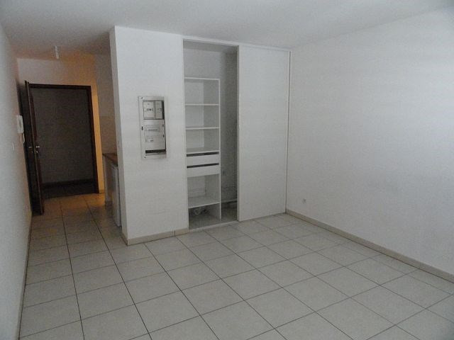 Location appartement St denis 295€ CC - Photo 3