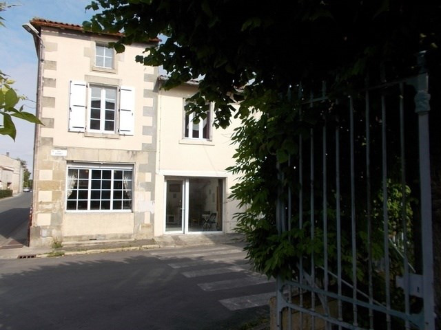 Sale house / villa Saint-jean-d'angély 86 000€ - Picture 1