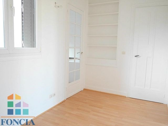 Location maison / villa Suresnes 2 266€ CC - Photo 6