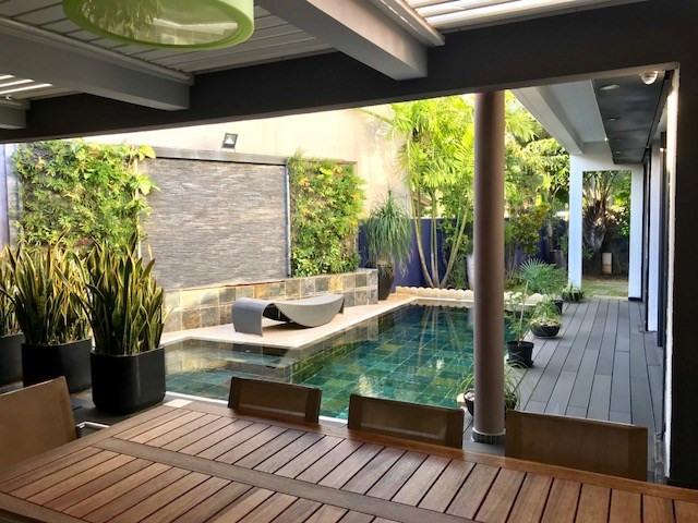 Deluxe sale house / villa Saint louis 1050000€ - Picture 1