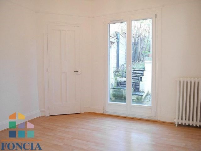Location maison / villa Suresnes 2 266€ CC - Photo 5