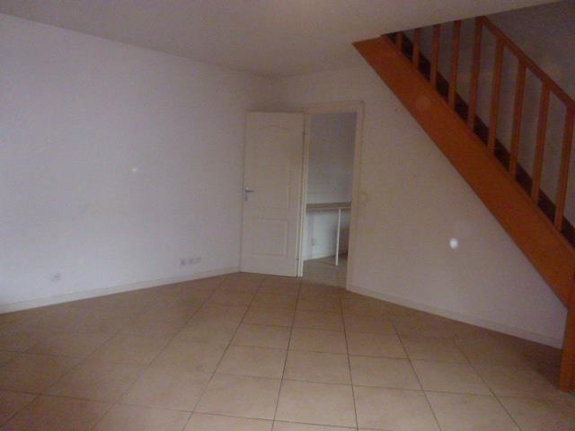 Rental apartment Vaux le penil 687€ CC - Picture 2