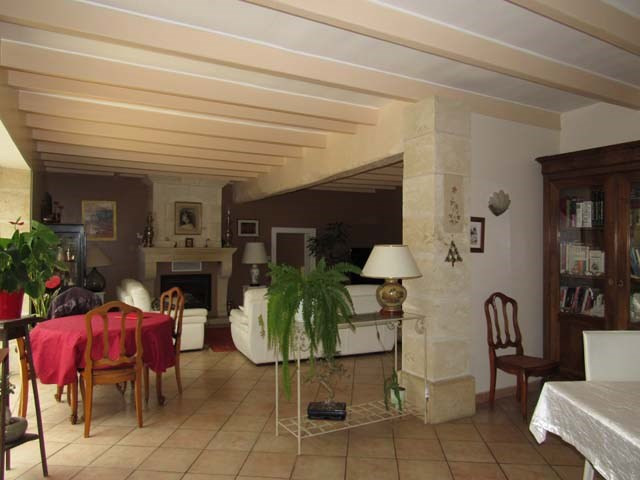 Sale house / villa Saint-jean-d'angély 337 600€ - Picture 5