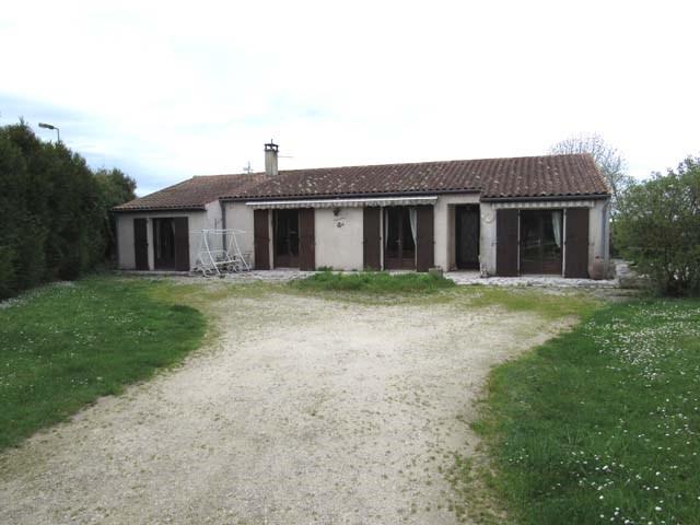 Vente maison / villa Tonnay-boutonne 138000€ - Photo 1