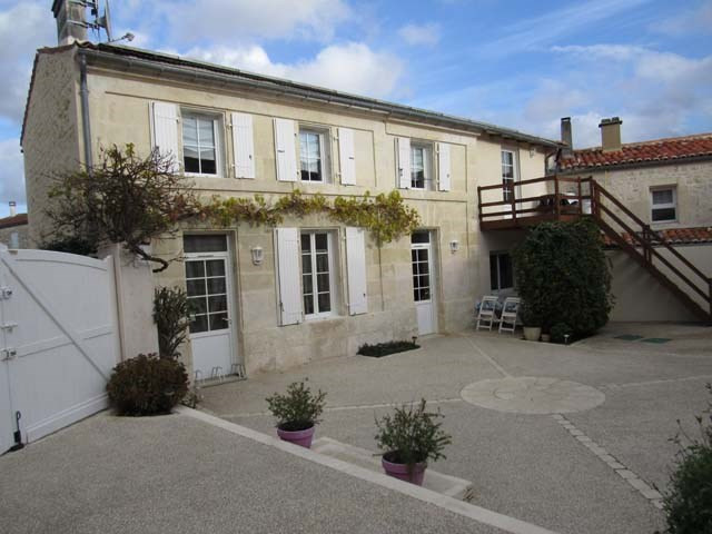 Sale house / villa Saint-savinien 327 050€ - Picture 1