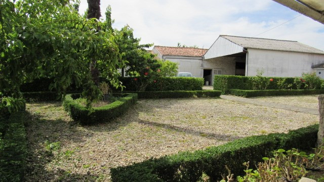 Sale house / villa Loulay 150520€ - Picture 2