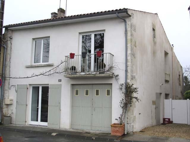 Sale house / villa Saint-jean-d'angély 174900€ - Picture 1