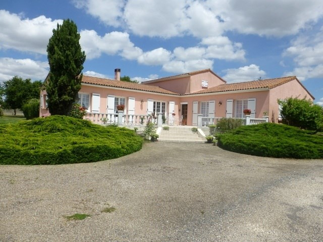 Sale house / villa Saint-jean-d'angély 259 800€ - Picture 2