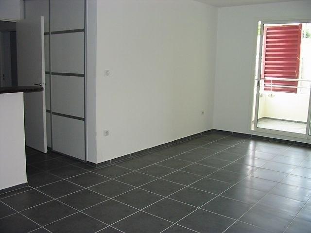 Location appartement Ste clotilde 720€ CC - Photo 1