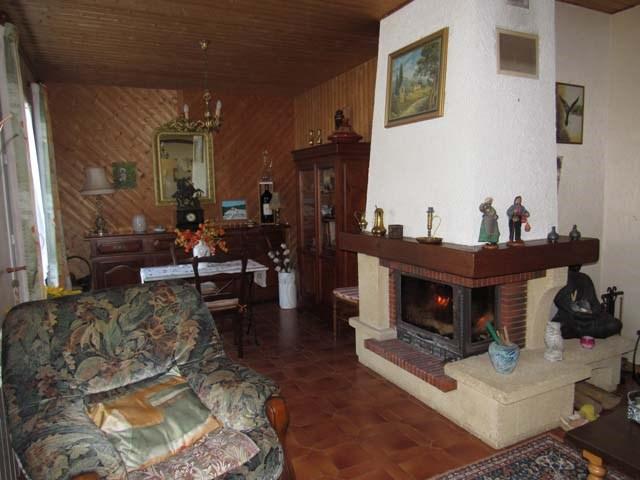 Sale house / villa Poursay-garnaud 169600€ - Picture 6