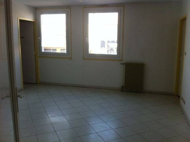 Rental empty room/storage Les angles 530€ CC - Picture 3