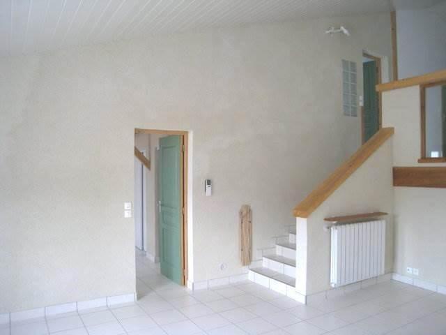 Rental house / villa Burie 550€ CC - Picture 3