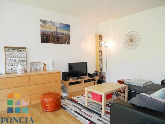 Rental apartment Suresnes 1323€ CC - Picture 2