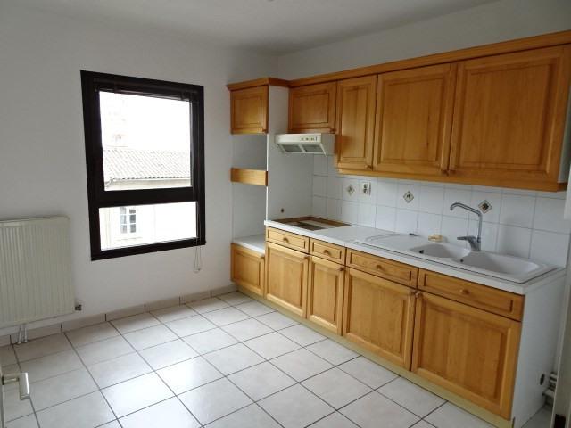 Location appartement Villefranche sur saone 730€ CC - Photo 4