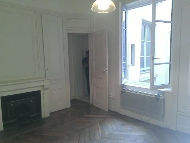 Location appartement Lyon 2ème 954€ CC - Photo 5