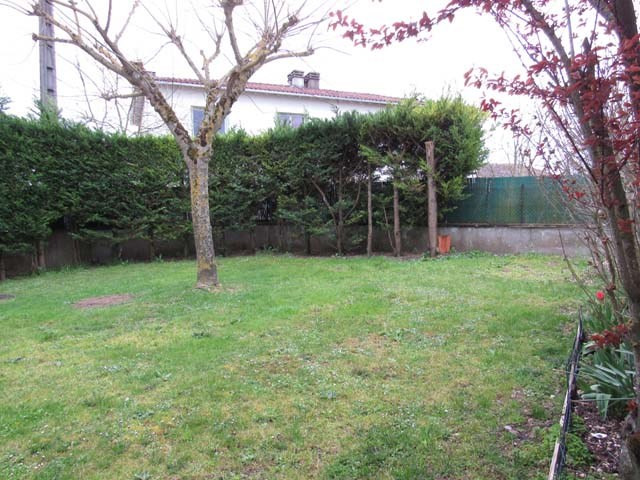 Sale house / villa Saint-jean-d'angély 96 000€ - Picture 2