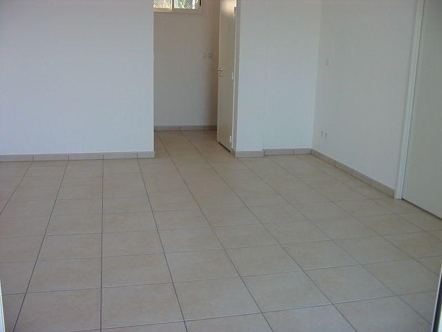 Location appartement Ste clotilde 788€ CC - Photo 5