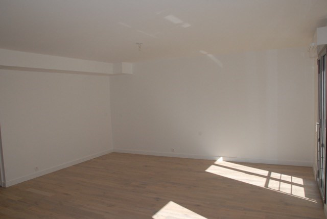 Location appartement Paris 20ème 1 650€ CC - Photo 2