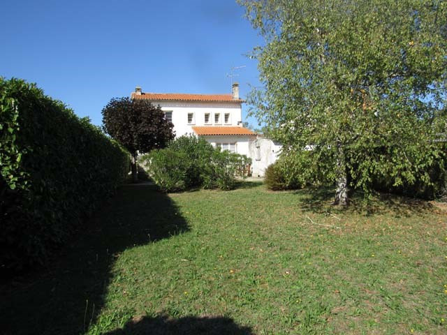 Sale house / villa Saint-jean-d'angély 127800€ - Picture 2