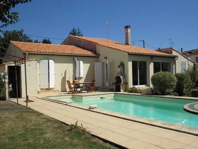 Sale house / villa Saint-jean-d'angély 217300€ - Picture 1