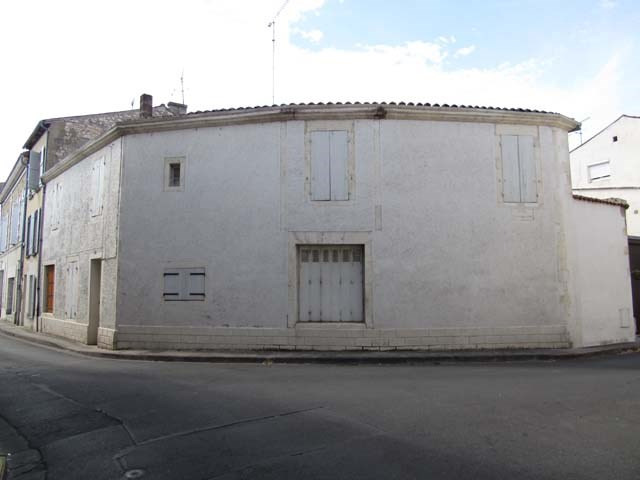 Sale house / villa Saint-jean-d'angély 33000€ - Picture 1