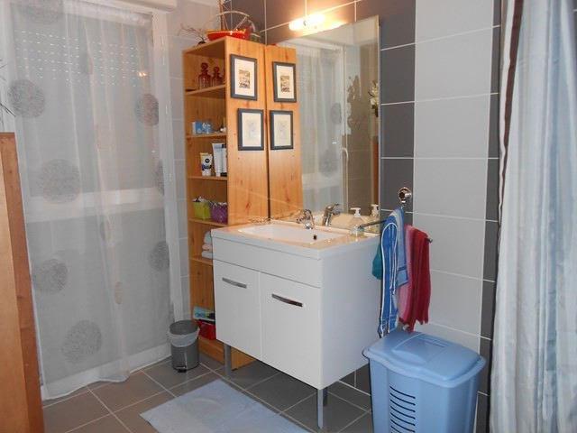 Locação apartamento Saint-genest-lerpt 688€ CC - Fotografia 4