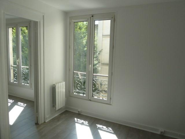 Rental apartment Paris 18ème 720€ CC - Picture 1