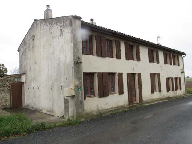 Sale house / villa Puy-du-lac 148 400€ - Picture 1