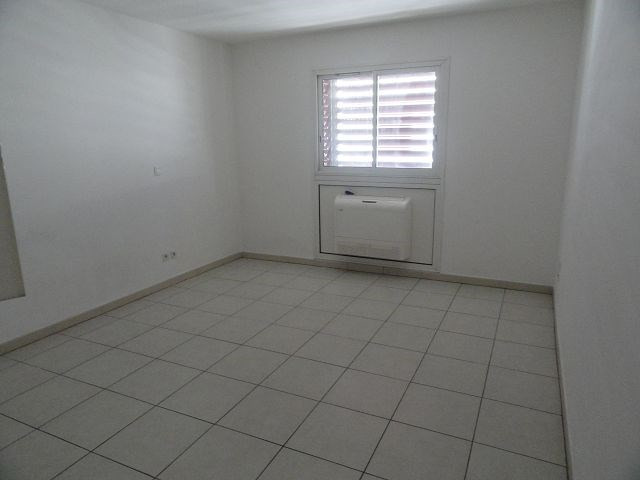 Location appartement St denis 295€ CC - Photo 4
