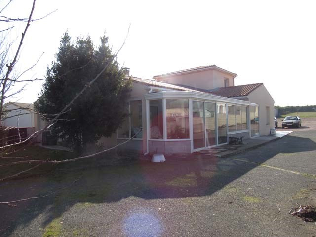 Sale house / villa Saint-jean-d'angély 243 800€ - Picture 3