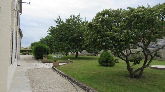 Sale house / villa Villeneuve-la-comtesse 243800€ - Picture 4