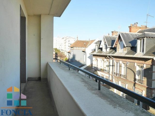 Location maison / villa Suresnes 2 266€ CC - Photo 11