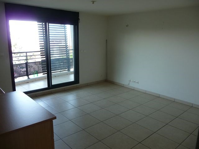 Location appartement La possession 555€ CC - Photo 1
