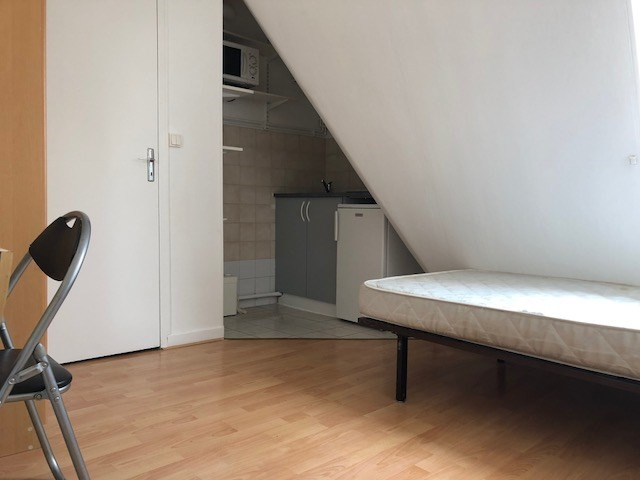 Rental apartment Paris 10ème 490€ CC - Picture 1
