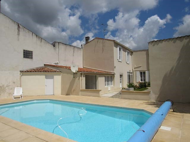 Sale house / villa Saint jean d'angély 249100€ - Picture 1