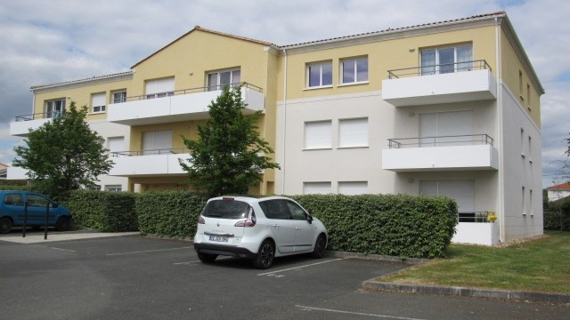 Sale apartment Saint-jean-d'angély 63 400€ - Picture 2