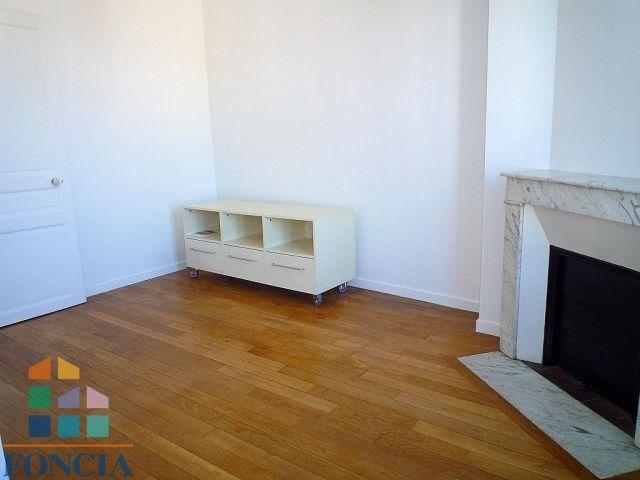 Location appartement Suresnes 955€ CC - Photo 2