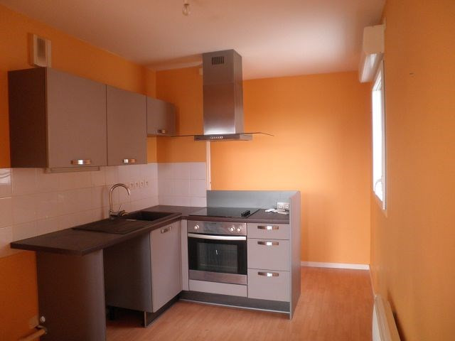 Rental apartment L isle d abeau 526€ CC - Picture 2