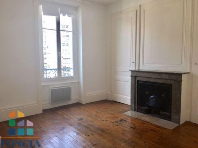 Location appartement Lyon 6ème 854€ CC - Photo 1