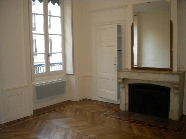 Location appartement Lyon 2ème 1065€ CC - Photo 2