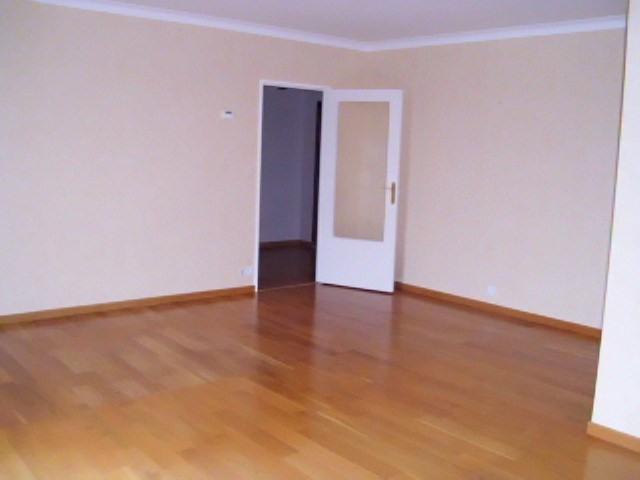Rental apartment Maurepas 1072€ CC - Picture 2