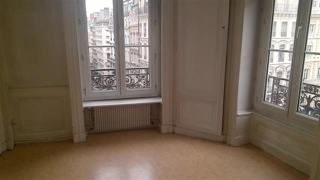 Location appartement Lyon 2ème 903€ CC - Photo 3