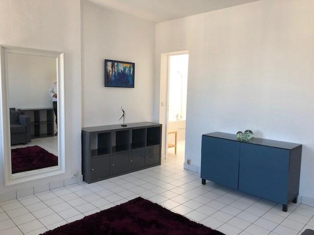 Location appartement Paris 10ème 900€ CC - Photo 4